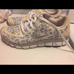 Women's cheetah print 5.0 shoes. Size 7